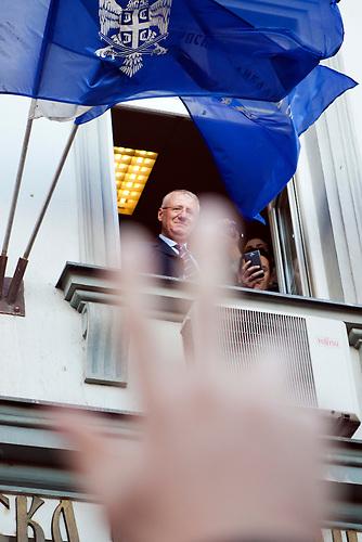 Empfang des wegen eines Krebsleiden vom Prozess wg. Kriegsverbrechen befreiten Vojislav Seselj in Belgrad.