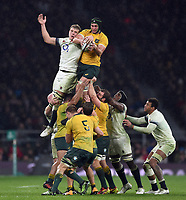 Rob Simmons of Australia wins the ball at a lineout. Old Mutual Wealth Series International match between England and Australia on November 18, 2017 at Twickenham Stadium in London, England. Photo by: Patrick Khachfe / Onside Images