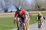 The peloton descend off Paterberg during the 2019 E3 Harelbeke Binck Bank Classic 2019 running 203.9km from Harelbeke to Harelbeke, Belgium. 29th March 2019.<br /> Picture: Eoin Clarke | Cyclefile<br /> <br /> All photos usage must carry mandatory copyright credit (© Cyclefile | Eoin Clarke)