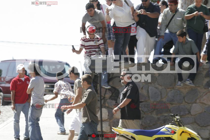 Ultimo dia de grabaciones del rapido y furioso en Magdalena Vin Diesel and Paul Walker died during recordings in Mexico 2008<br /> <br /> Vin Diesel  y el fallecido Paul Walker durante grabaciones en  Mexico  2008