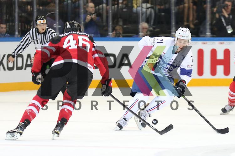 Frankreichs Guttig, Anthony (Nr.71) im Zweikampf mit Canadas Wiercioch, Patrick (Nr.46) im Spiel IIHF WC15 France vs Canada.<br /> <br /> Foto &copy; P-I-X.org *** Foto ist honorarpflichtig! *** Auf Anfrage in hoeherer Qualitaet/Aufloesung. Belegexemplar erbeten. Veroeffentlichung ausschliesslich fuer journalistisch-publizistische Zwecke. For editorial use only.
