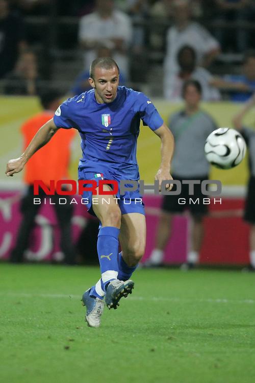 FIFA WM 2006 -  Semi Finals / Halbfinale<br /> Play    #61 (04-Juli) - Deutschland - Italien 0:2 n.V.<br /> <br /> Alessandro Del Piero von Italien schiesst das Tor zum 2:0.<br /> <br /> Foto &copy; nordphoto