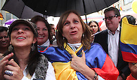 BOGOTA -COLOMBIA-23-JUNIO-2016 Ciudadanas y ciudadanos celebraron en el centro de la capital   el acuerdo del cese unilateral del fuego entre el gobierno colombiano y las Fuerzas Armadas Revolucionarias de Colombia ,  que por más de 50 años estuvieron en guerra  ./ Citizens held in the center of the capital agreement unilateral ceasefire between the Colombian government and the Revolutionary Armed Forces of Colombia who for more than 50 years were at war . Photo: VizzorImage / Felipe Caicedo  / Staff