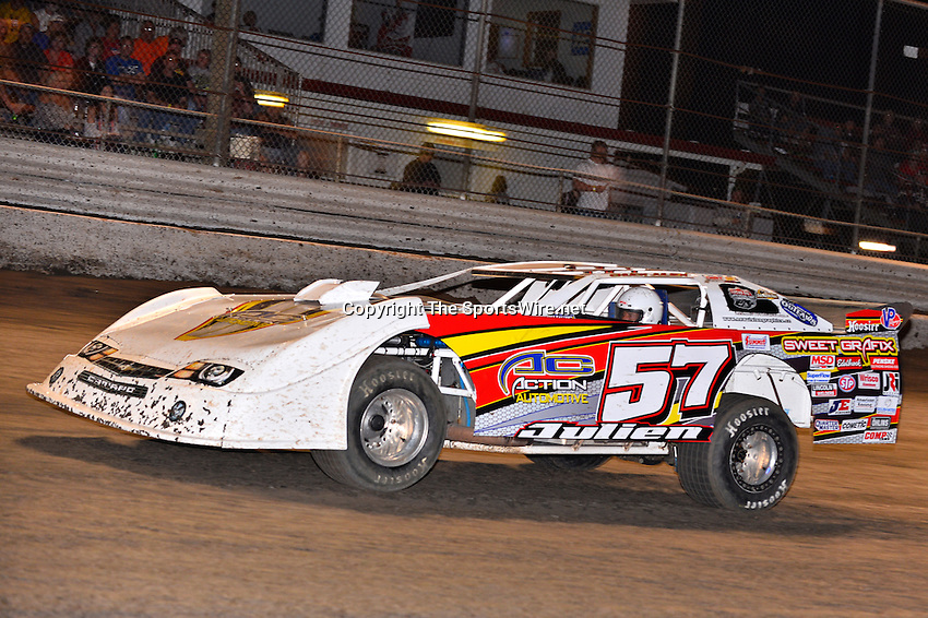 Feb 20, 2014; 7:05:03 PM;  Barberville, FL, USA;  World of Outlaws Late Model Series for 43rd Annual DIRTcar Nationals presented by Summit Racing Equipment at Volusia Speedway Park.  Mandatory Credit: (thesportswire.net)