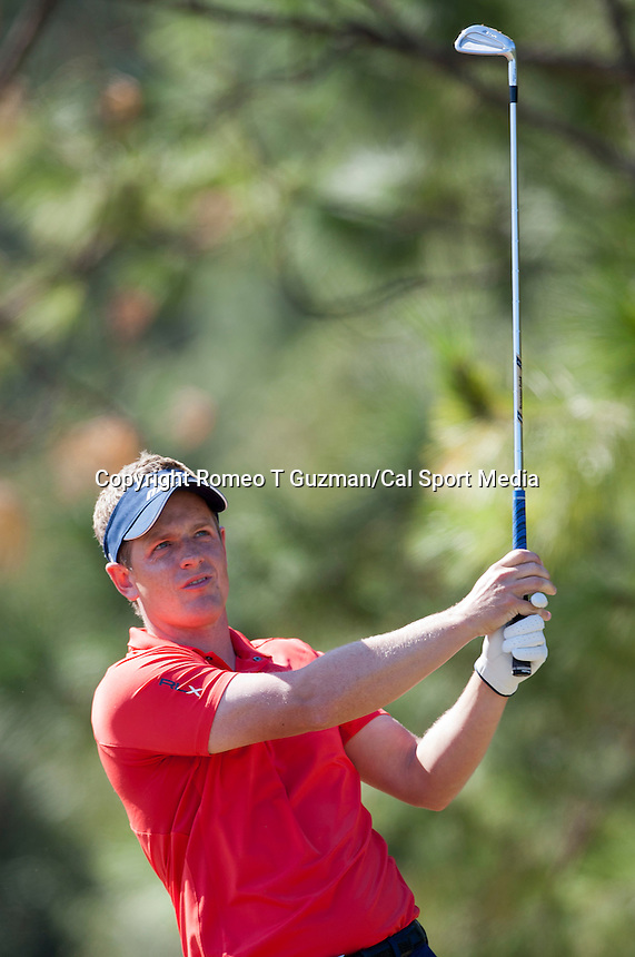 November 14, 2010: Luke Donald eyes his tee shot on the par 3 third of the Magnolia course during third round golf action from The Children's Miracle Network Hospitals Classic held at The Disney Golf Resort in Lake Buena Vista, FL.