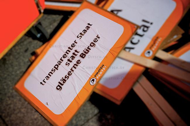Installation &quot;Taeter unbekannt&quot; von Amnesty International anlaesslich der Demonstration &quot;Freiheit statt Angst&quot; am Samstag den 11. September 2010 am Potsdamer Platz in Berlin.<br />11.9.2010, Berlin<br />Copyright: Christian-Ditsch.de<br />[Inhaltsveraendernde Manipulation des Fotos nur nach ausdruecklicher Genehmigung des Fotografen. Vereinbarungen ueber Abtretung von Persoenlichkeitsrechten/Model Release der abgebildeten Person/Personen liegen nicht vor. NO MODEL RELEASE! Don't publish without copyright Christian-Ditsch.de, Veroeffentlichung nur mit Fotografennennung, sowie gegen Honorar, MwSt. und Beleg. Konto: I N G - D i B a, IBAN DE58500105175400192269, BIC INGDDEFFXXX, Kontakt: post@christian-ditsch.de Urhebervermerk wird gemaess Paragraph 13 UHG verlangt.]