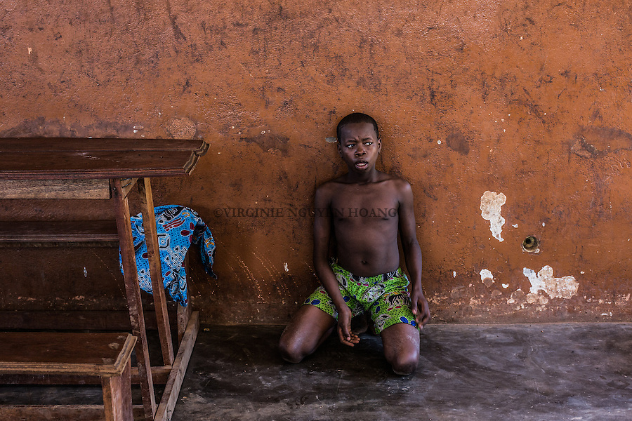 CAR, Bengui: Children from the center for street children &quot;La voie du coeur&quot; are punished by an educator and have to say sitting on the floor.  19th April 2016.<br /> <br /> RCA, Bangui: Des enfants du centre pour enfants des rues &quot;la voie du coeur&quot; sont punis par un &eacute;ducateur et doivent rester assis sur le sol. 19 avril 2016.