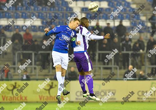 2016-11-26 / voetbal / seizoen 2016-2017 / ASV Geel - Patro Eisden Maasmechelen / Een luchtduel tussen Jo Christiaens (l) (Geel) en Jessy Mayele (r) (Patro Eisden Maasmechelen)