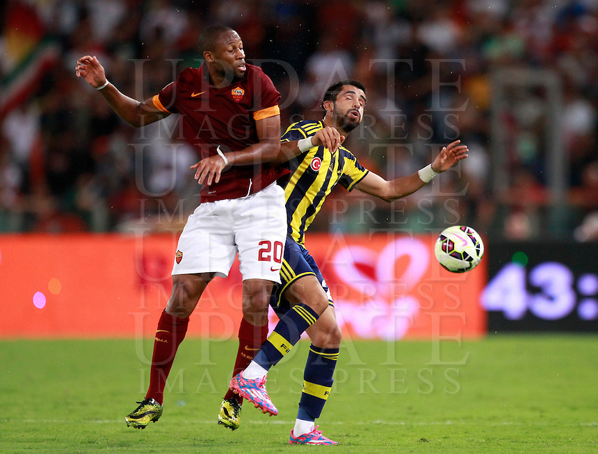 Calcio, amichevole Roma vs Fenerbahce. Roma, stadio Olimpico, 19 agosto 2014.<br /> Roma midfielder Seydou Keita, of Mali, and Fenerbache midfielder Selcuk Sahin, right, fight for the ball during the friendly match between AS Roma and Fenerbahce at Rome's Olympic stadium, 19 August 2014.<br /> UPDATE IMAGES PRESS/Isabella Bonotto