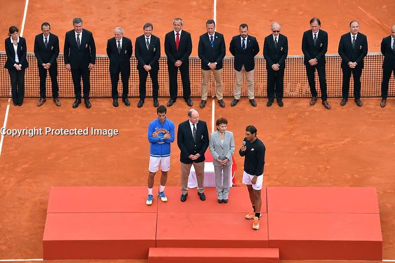 De gauche à droite, Albert Ramos-Vinolas et le prince Albert II de Monaco, Elisabeth Ann de Massy et Rafael Nadal durant la finale du Monte Carlo Rolex Masters 2017 qui a opposé Rafael Nadal à Albert Ramos-Vinolas sur le court Rainier III du Monte Carlo Country Club à Roquebrune Cap Martin le 23 avril 2O17. Nadal a remporté le match en 2 sets, 6/1 - 6/3. Il remporte ici ce tournoi pour la dixième fois.
