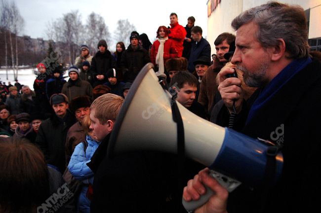 United opposition candidate for the presidential elections in Belarus Alexander Milinkevich spoke at a rally in the town of Borisov outside a cinema.
