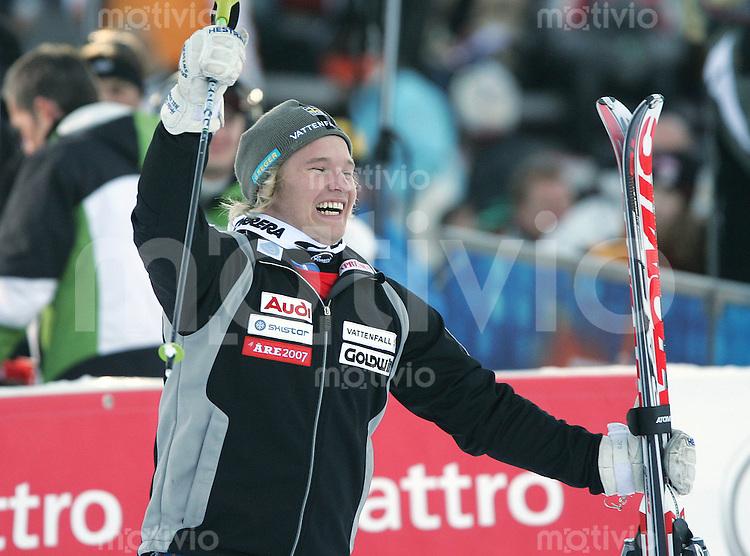 BYGGMARK-AS270107001, Ski-Alpin, Weltcup Kitzbuehel Slalom Jens Byggmark (SWE) bejubelt seinen Doppelsieg in Kitzbuehel,