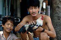 Mann mit Kampfhahn in Saigon, Vietnam