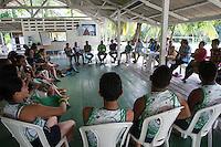 Jovens ideranças comunitária , convidados e jornalistas participam dos grupos de trabalho durante o IV Encontrão  para dar continuidade a implantação do protocolo comunitário no Arquipélago do Bailique  na foz do rio Amazonas, Amapá, Brasil.Foto Paulo Santos 12/06/2015