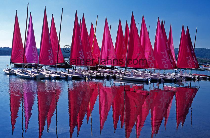 ESP, Spanien, Balearen, Menorca, Fornells: Segelboote mit roten Segeln | ESP, Spain, Balearic Islands, Menorca, Fornells: Sailingboats with red sails