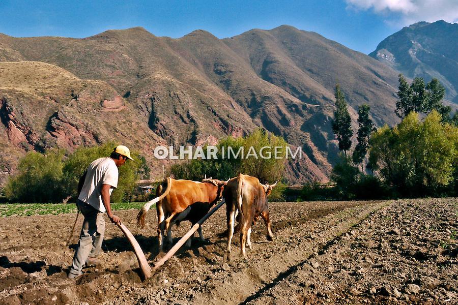 Campones arando a terra no Vale Sagrado dos Incas. Cuzco. Peru. 2008. Foto de Caio Vilela.
