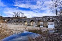France, Ardèche (07), Viviers, le Pont Romain sur l'Escoutay // France, Ardeche, Viviers, roman bridge over the Escoutay