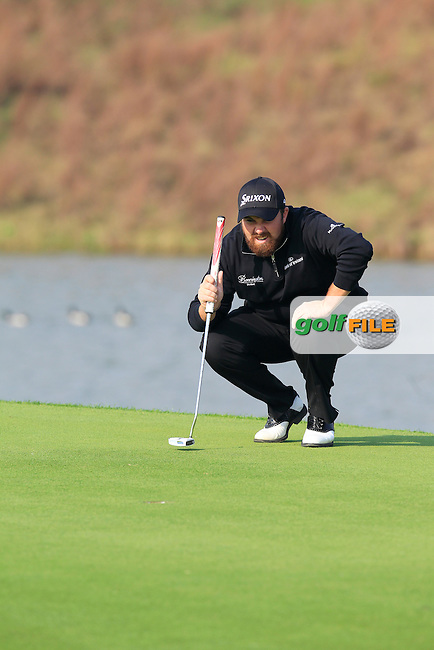 Shane Lowry (IRL) lines up his putt on the 17th green during Sunday's Final Round of the 2014 BMW Masters held at Lake Malaren, Shanghai, China. 2nd November 2014.<br /> Picture: Eoin Clarke www.golffile.ie