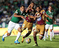 CALI -COLOMBIA-23-NOVIEMBRE-2014. Juan Cabezas  del Deportivo Cali  disputa el balon contra Felix Noguera  del Deportes Tolima  durante los cuadrangulares semifinales  3 fecha en el estadio Pascual Guerrero de la ciudad de  Cali . / Juan Cabezas  Deportivo Cali fight for the ball against Felix Noguera  Deportes Tolima during the semifinals  homers 3th  date in the Pascual Guerrero stadium in Calii.  Photo: VizzorImage