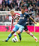 Nederland, Eindhoven, 23 september  2012.Seizoen 2012/2013.Eredivisie.PSV-Feyenoord.Ola Toivonen van PSV in duel om de bal met Wesley Verhoek van Feyenoord