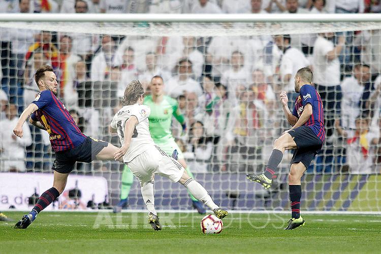 Real Madrid CF's Luka Modric and FC Barcelona's Ivan Rakitic (L) and Jordi Alba during La Liga match. March 02,2019. (ALTERPHOTOS/Alconada)