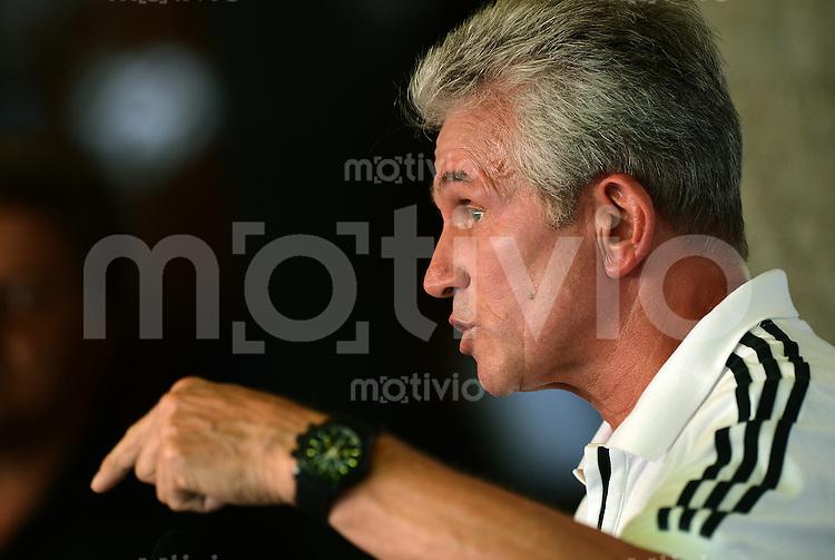 Fussball 1. Bundesliga:  Saison  Vorbereitung 2012/2013     Trainingslager des FC Bayern Muenchen 20.07.2012 Pressekonferenz mit Trainer Jupp Heynckes