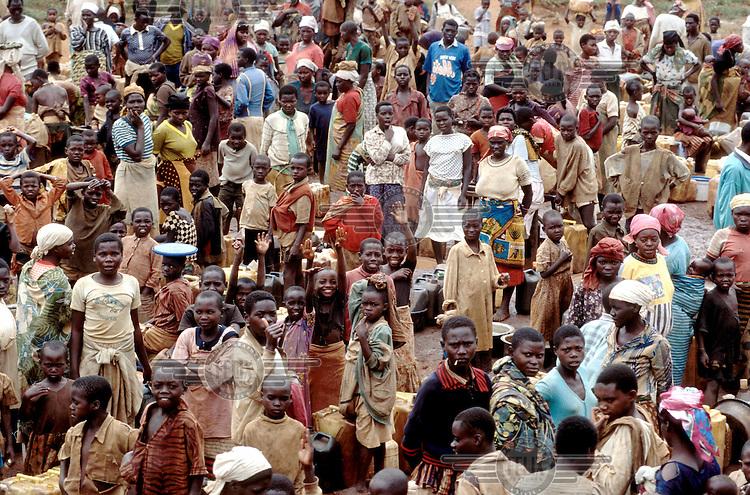 © Chris Sattlberger / Panos Pictures..RWANDA..Crowd.