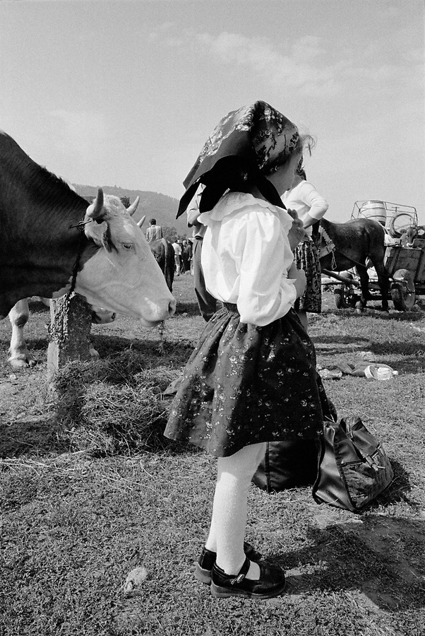 ROMANIA / Maramures / Sighetu Marmatiei / September 2002..A girl at the monthly livestock market for the four valleys that comprise historic Maramures...© Davin Ellicson / Anzenberger