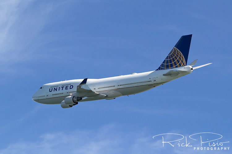 Boeing 747 in United Airlines livery in flight.