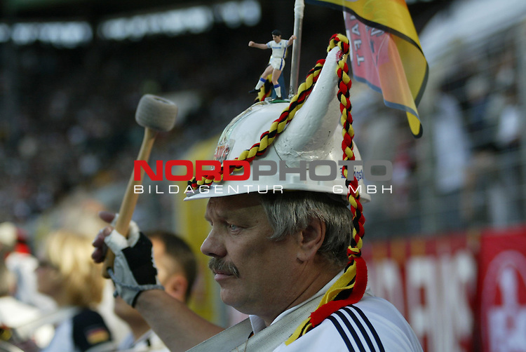 Fussball Laenderspiel EM-Vorbereitung Deutschland vs Ungarn 0:2<br /> <br /> Ein deutscher Fan <br /> <br /> Foto &copy; nordphoto/Guenter Schroeder  *** Local Caption *** Foto ist honorarpflichtig! zzgl. gesetzl. MwSt<br /> Belegexemplar erforderlich<br /> Adresse: nordphoto<br /> Georg-Reinke-Strasse 1<br /> 49377 Vechta