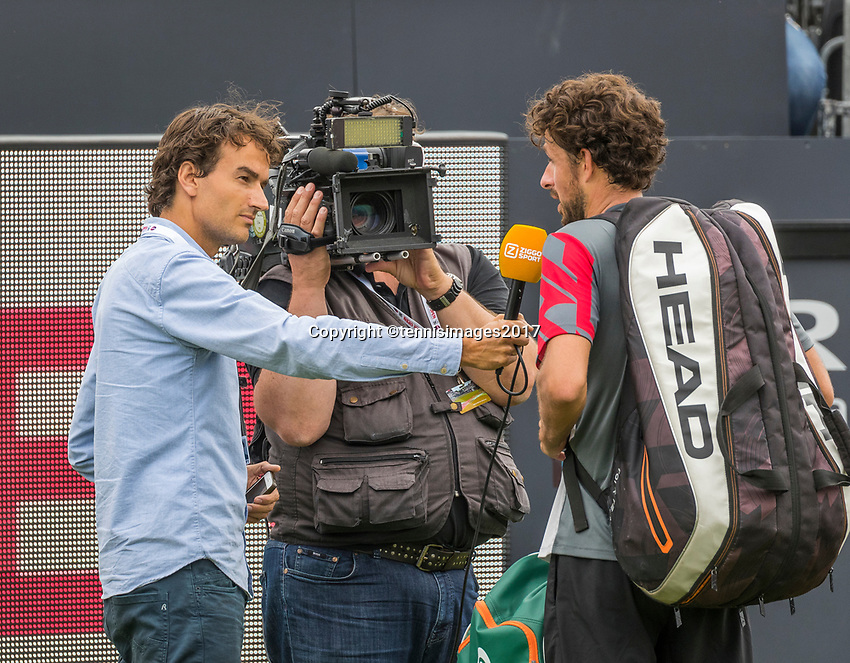 Den Bosch, Netherlands, 13 June, 2017, Tennis, Ricoh Open, Robin Haase (NED) is interviewd by Jan willem de Lange after his match.<br /> Photo: Henk Koster/tennisimages.com