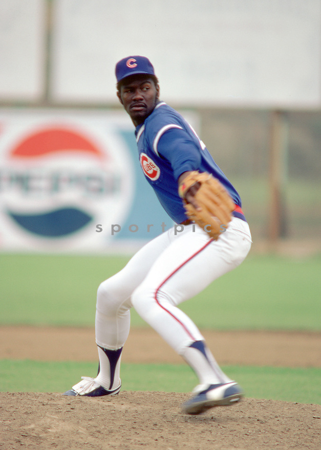 Chicago Cubs Lee Smith(46) during a game from his 1983 season with the Chicago Cubs. Lee Smith played for 18 years  with 8 different teams and was a 7-time All-Star.(SportPics)