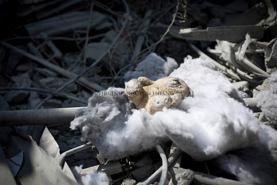GAZA: a teddy bear remain in a house of a destroyed by shelling in the neighborhood of Beit Hanoun.<br /> <br /> GAZA: un ours en peluche git dans les restes d'une maison d&eacute;truite dans le quartier de Beit Hanoun.