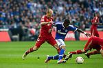 Duitsland, Gelsenkirchen, 22 september  2012.Seizoen 2012/2013.Bundesliga.Schalke 04-Bayern Munchen 0-2.Arjen Robben van Bayern Munchen in duel om de bal met Jefferson Farfan