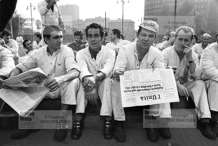 - Pirelli's workers on strike (Milan, 1974)....- operai Pirelli in sciopero (Milano, 1974)