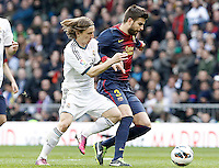 Real Madrid's Luca Modric (l) and FC Barcelona's Gerard Pique during La Liga match.March 02,2013. (ALTERPHOTOS/Acero) /NortePhoto
