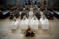 Le bare dei 110 clandestini morti nel naufragio al largo delle coste di Lampedusa, nell'hangar dell'aeroporto. Coffins of children are pictured among Coffins of victims in an hangar of Lampedusa airport on October 5, 2013 after a boat with migrants sank killing more than hundred people.