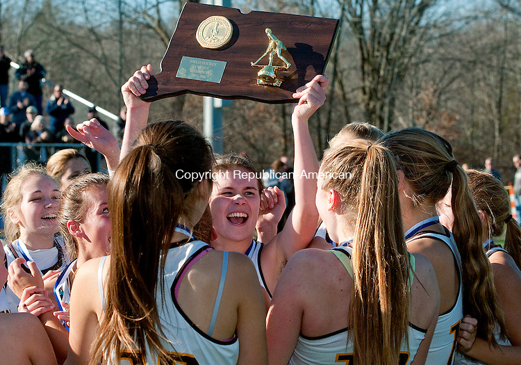 WETHERSFIELD, CT--- -112115JS01--The Thomaston field hockey team hoists the Class S championship trophy following their 2-1 victory over Haddam-Killingworth Saturday at Wethersfield High School.<br /> Jim Shannon Republican-American
