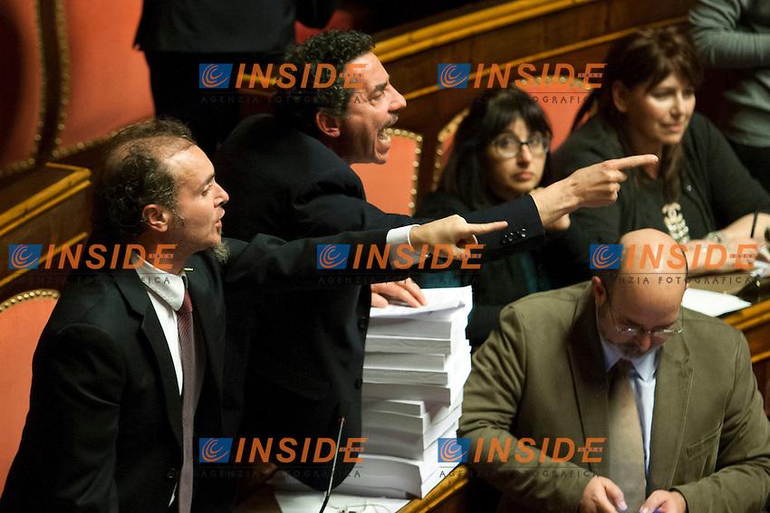 La protesta dei senatori del Movimento 5 Stelle<br /> Roma 27-01-2015 Senato. Voto finale sulla riforma della legge elettorale, Italicum.<br /> Photo Samantha Zucchi Insidefoto