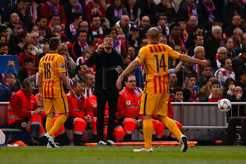 13.04.2016. Madrid, Spain.  Javier Alejandro Macherano (14) FC Barcelona, Jordi Alba Ramos (18) FC Barcelona and Luis Enrique Mart'nez Coach of FC Barcelona. UCL Champions League between Atletico de Madrid and FC Barcelona at the Vicente Calderon stadium in Madrid, Spain, April 13, 2016 .
