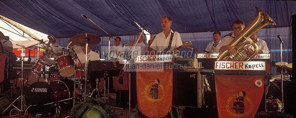 Europe/France/Alsace/67/Bas-Rhin/Krautergersheim : Fête de la choucroute - l'orchestre