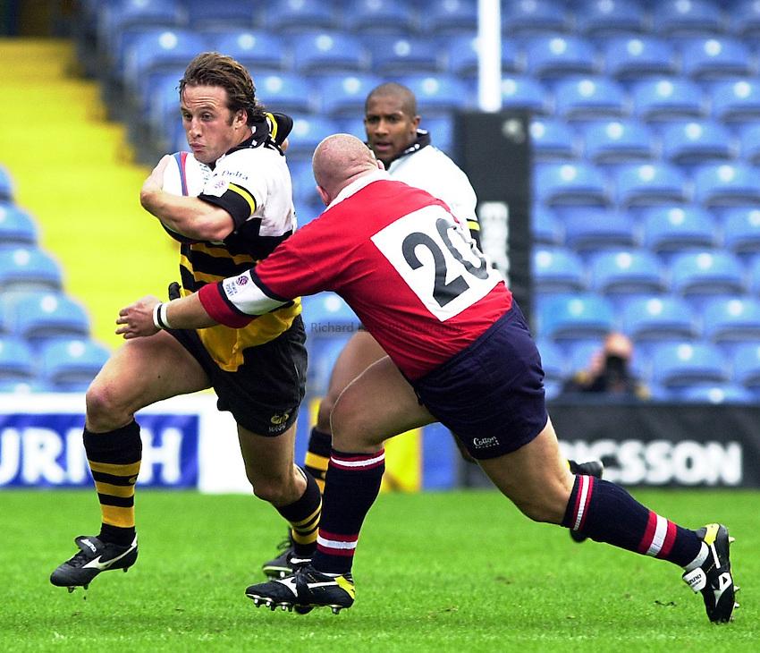 Photo. Richard Lane. .Wasps v Gloucester. Zurich Premiership. 17/9/2000.Mark Denney rounds Adey Powles.