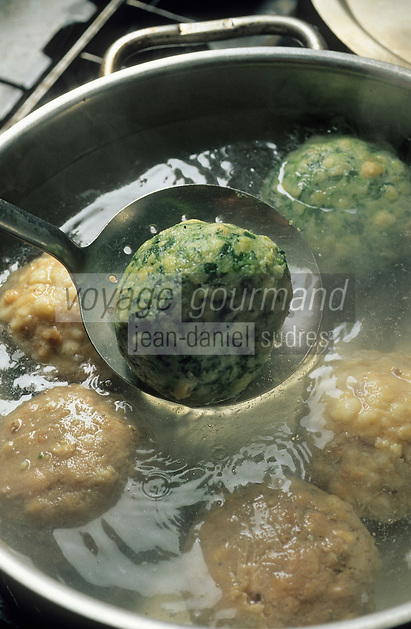 "Europe/Autriche/Tyrol/Zams : Gasthof ""Gemse"" - Cuisson des Knoedel"