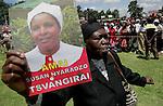 Foto: VidiPhoto..HARARE - Duizenden Zimbabwanen uit het hele land woonden dinsdagmiddag de herdenkingsplechtigheid voor Susan Tsvangirai bij. De vrouw van premier Morgan Tsvangirai van Zimbabwe kwam vorige week bij een ongeval om het leven. Tsvangirai zelf raakte daarbij gewond. Nog steeds wordt gedacht aan een aanslag door president Mugabe op zijn rivaal, hoewel concrete aanwijzingen tot nog toe ontbreken.