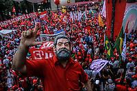 SÃO PAULO,SP, 31.03.2016 - PROTESTO-SP - Manifestantes participam de ato em apoio à presidente Dilma Rousseff e contra o seu impeachment, na Praça da Sé, no centro de São Paulo, nesta quinta-feira (31). A manifestação é organizada por centrais sindicais e movimentos Sociais. (Foto: Amauri Nehn/Brazil Photo Press)