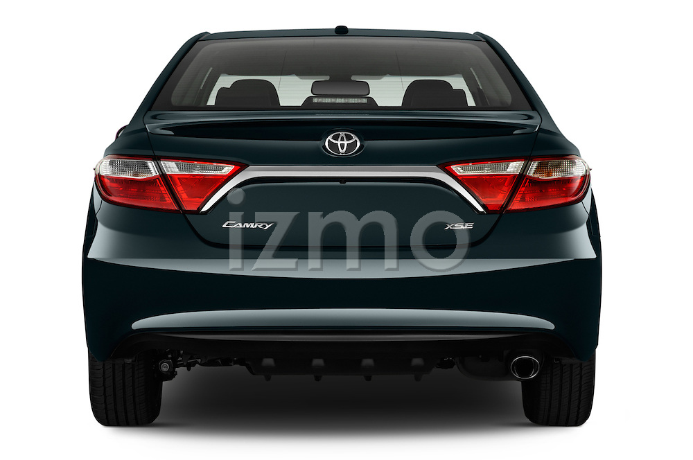 Straight rear view of a 2015 Toyota Camry Se 4 Door Sedan stock images