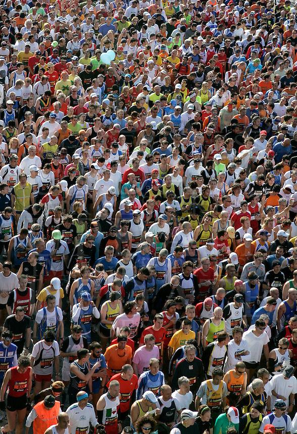 La partenza della Maratona di Roma, 22 marzo 2009..A view of the Rome's Marathon, 22 march 2009, during the start..UPDATE IMAGES PRESS/Riccardo De Luca