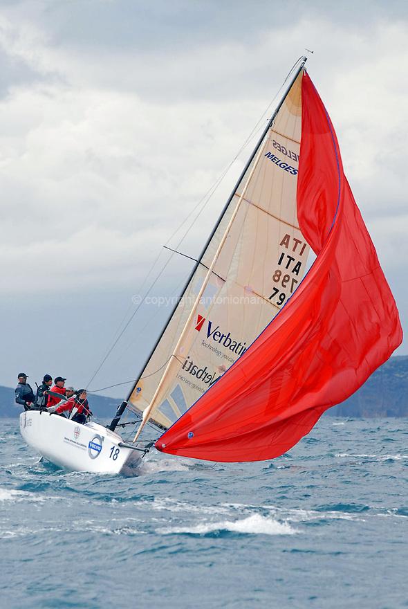 Nazionale Melges 24 Alghero 2010. Ita 798 Little Wing durante una leggera straorzata mentre naviga sotto spi.