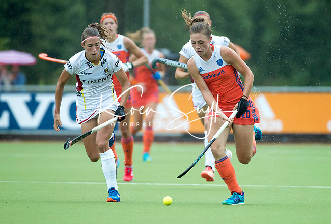 SCHIEDAM - Laura Nunnink (Ned)   met links Barbara NELEN (Bel) tijdens een oefenwedstrijd tussen  de dames van Nederland en Belgie , in aanloop naar het  EK Hockey, eind augustus in Amstelveen. COPYRIGHT KOEN SUYK
