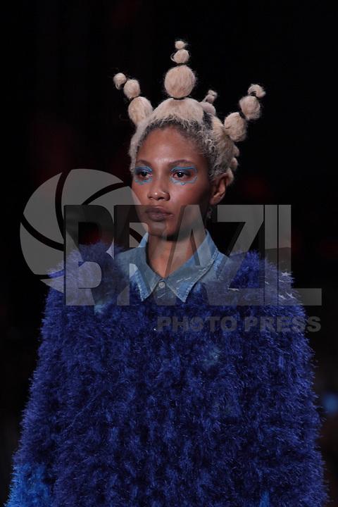 SAO PAULO, SP, 27.04.2019 - MODA-SP -Modelo durante desfile da marca Ponto Firme durante a edição 47 da São Paulo Fashion Week, no espaço Arca, na zona oeste de São Paulo, neste sábado, 27. (Foto: Ciça Neder / Brazil Photo Press / Folhapress)
